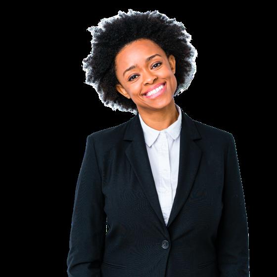 Uma mulher de casaco preto com o fundo do logotipo da marca